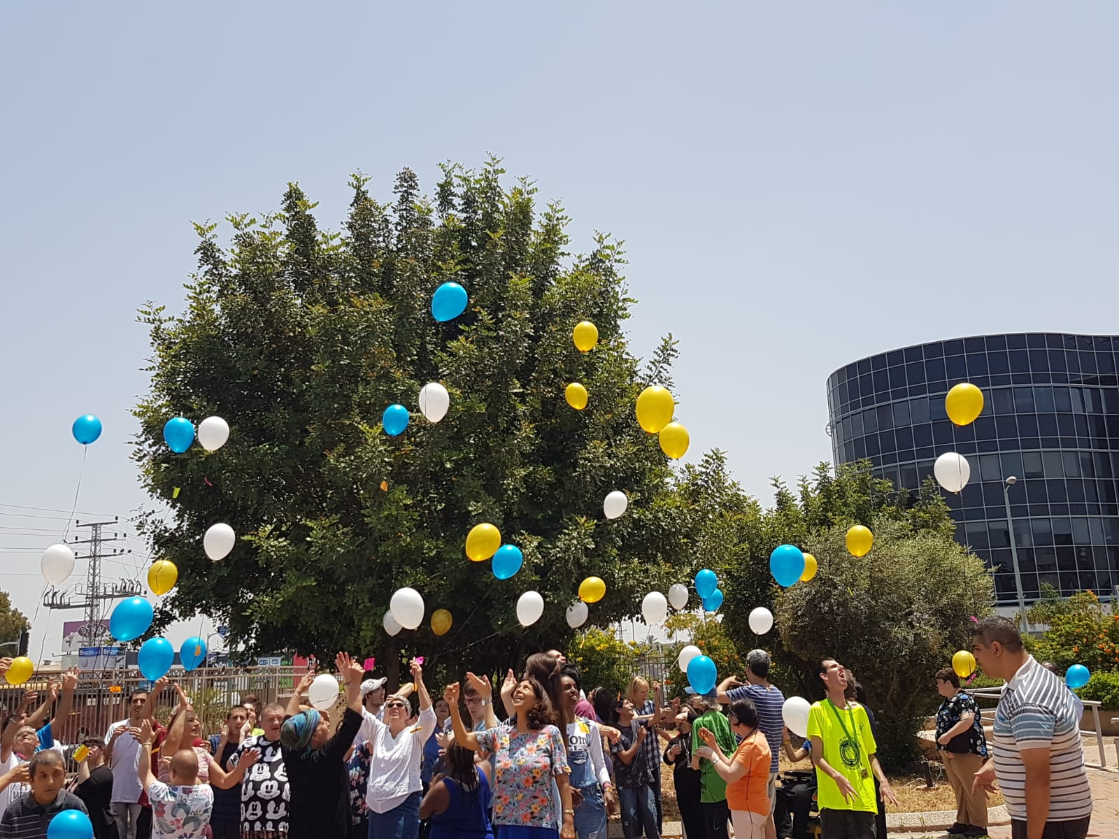 Participants of SHEKEL's Petach Tikva day center celebrate Jerusalem day, flying their prayers straight to Heaven!